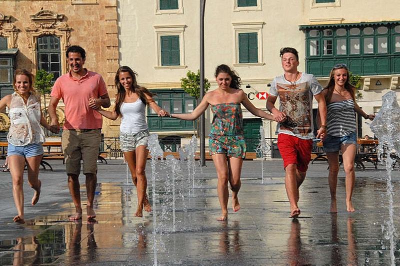 Целогодишни курсове за възрастни в Малта